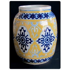 "large and good quality Mexican mustard glazed barrel-form pot with cobalt blue decoration; underside with maker's mark ""Uriarte Talavera Pue. Mex."""