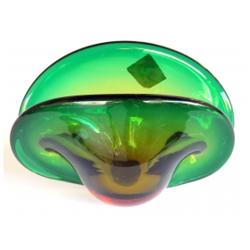 a charming murnao mid-century green alexandrite art glass clam