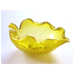 A Vibrant Murano Mid-century Yellow Bullicante Leaf-form Bowl