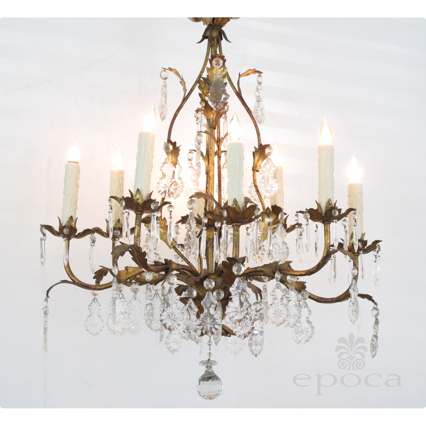 An elegant italian 1960s hollywood regency 8 light gilt tole elegant italian 1960s hollywood regency 8 light gilt tole chandelier mozeypictures Image collections