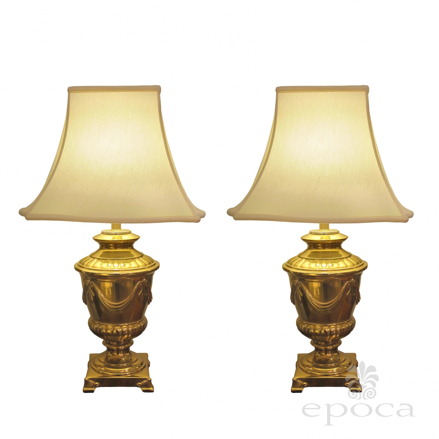 Epoca pair of american 1960s frederick cooper campagna form solid brass lamps